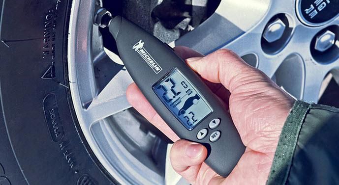 khi nhiệt độ có biến đổi đột ngột, cũng nên kiểm tra áp suất lốp để điều chỉnh.